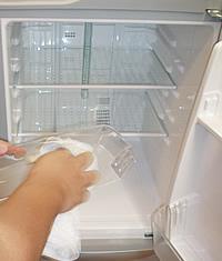 冷蔵庫のクリーニング仕上げ