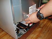 冷蔵庫の蒸発皿クリーニング